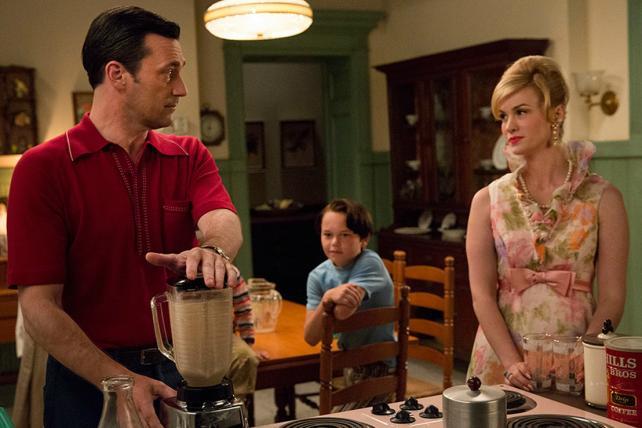 Don Draper (Jon Hamm), Bobby Draper (Mason Vale Cotton) and Betty Francis (January Jones) in Episode 9.