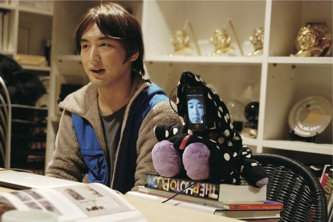 Nuuo's Tomohiko Hayashi and Kensuke Sembo (robot)
