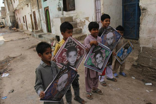 The campaign handed out kites bearing the faces of missing children.
