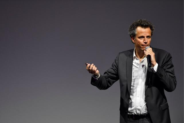 Thursday Wake-Up Call: Publicis Groupe revenue falls. And Papa John's gets dumped by an agency