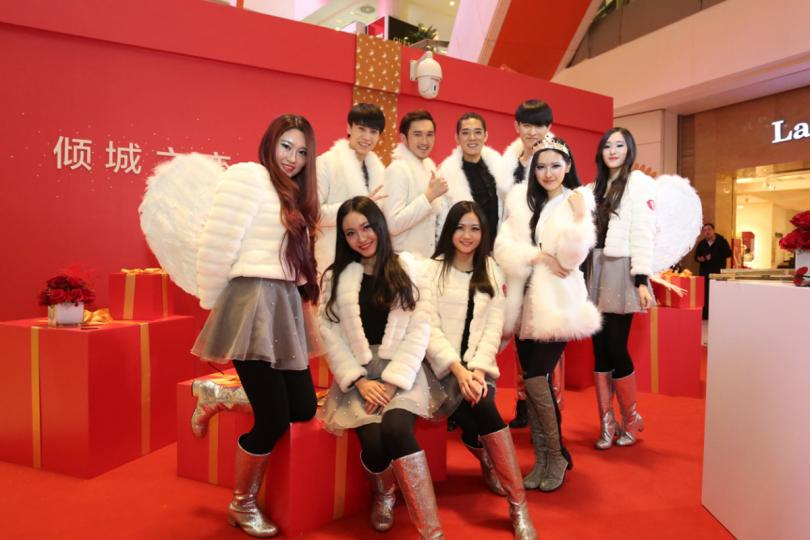 Chinese lingerie brand Aimer had cupids deliver free bras at a Beijing mall.