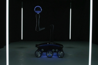 Samsung Galaxy NX Camera-Bot